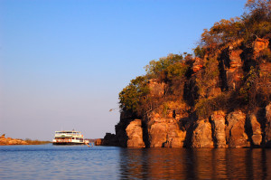 Houseboat-Lake-Kariba